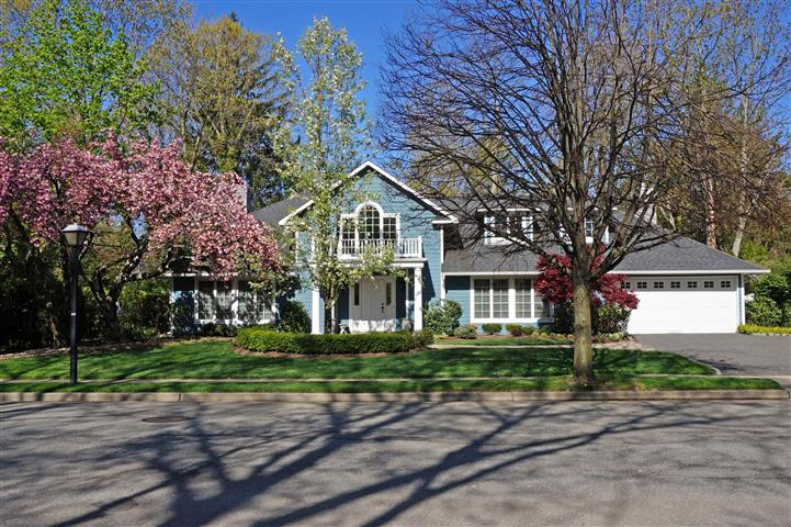 Available Roslyn Heights $1,495,000 Web# 2651128 (Small)